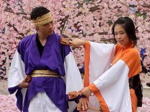 Ngày 2/4, Sở Thông tin và Truyền thông và Ủy ban Nhân dân thành phố Hạ Long, Quảng Ninh, tổ chức họp báo công bố chương trình Lễ hội hoa anh đào - Hạ Long 2013.