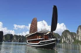 Tàu biển quốc tế 5 sao cùng 1.600 du khách đến thăm Hạ Long