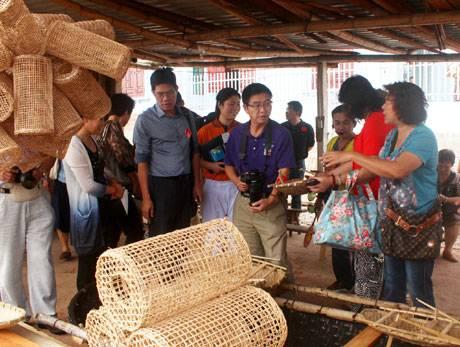 Tổ Chức Một Số Tour Du Lịch Mới Tại Hạ Long, Vân Đồn Và Quảng Yên